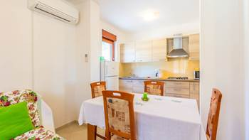 Pleasant apartment in Banjole with 2 bedrooms, SAT-TV, barbecue, 10
