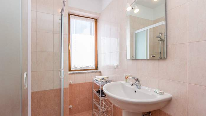 Nice apartment for 2-4 persons with terrace, parking, free WiFi, 6