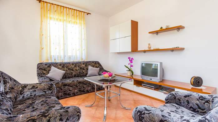 Nice apartment for 2-4 persons with terrace, parking, free WiFi, 2