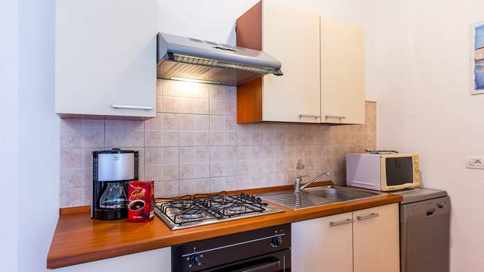 Nice apartment for 2-4 persons with terrace, parking, free WiFi, 9