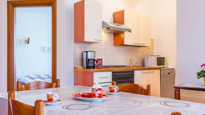 Nice apartment for 2-4 persons with terrace, parking, free WiFi, 10