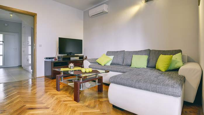 Lovely two bedroom apartment with wonderful garden, WiFi, 5