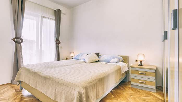 Lovely two bedroom apartment with wonderful garden, WiFi, 10