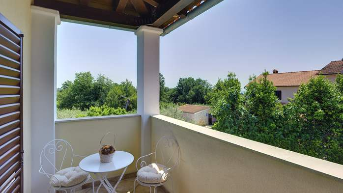 Villa with a swimming pool and whirlpool, 600 m from the sea, 27