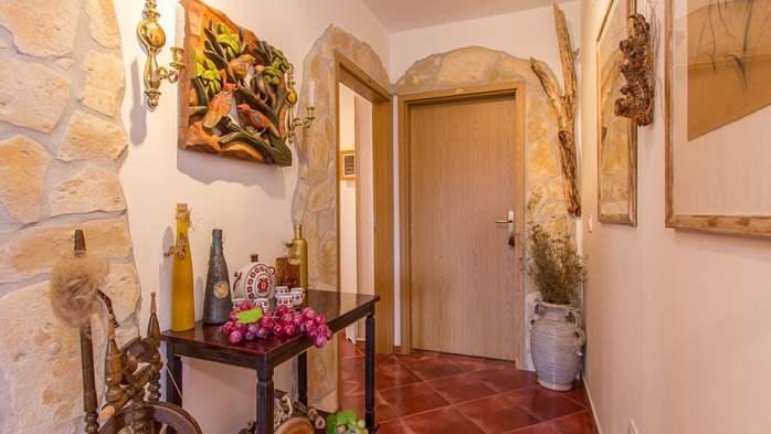 Charming apartment for two, Mediterranean spirit, pool, WiFi, 7