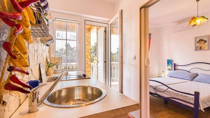 Charming apartment for two, Mediterranean spirit, pool, WiFi, 6