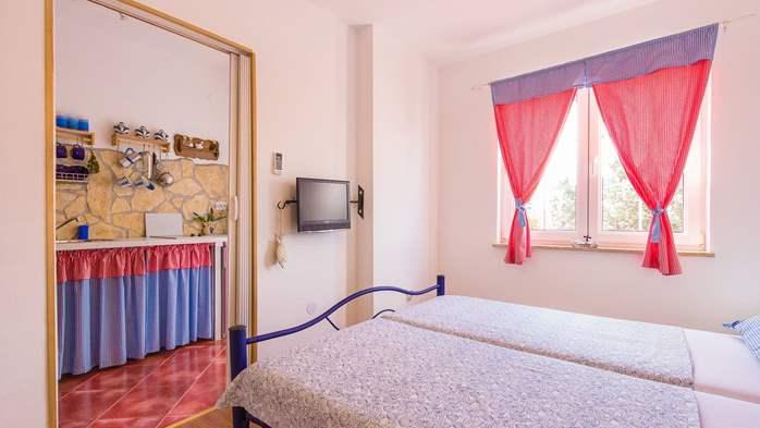 Charming apartment for two, Mediterranean spirit, pool, WiFi, 2