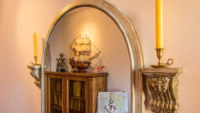 Charming apartment for two, Mediterranean spirit, pool, WiFi, 8
