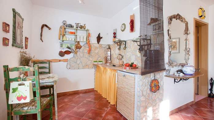 Lovely studio apartment with private terrace overlooking the pool, 1