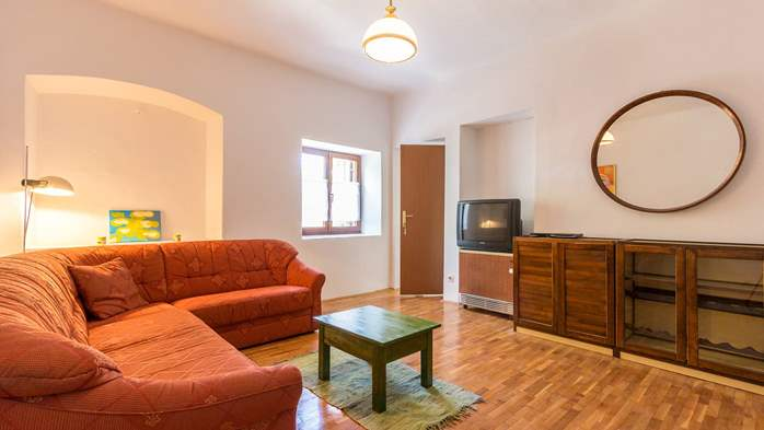 Small air conditioned terrace house in Pula, with SAT-TV and BBQ, 9