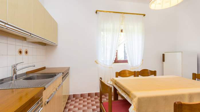 Small air conditioned terrace house in Pula, with SAT-TV and BBQ, 14