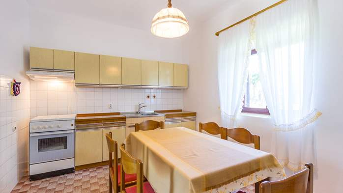 Small air conditioned terrace house in Pula, with SAT-TV and BBQ, 13