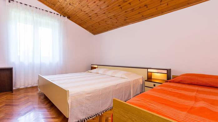 Small air conditioned terrace house in Pula, with SAT-TV and BBQ, 16