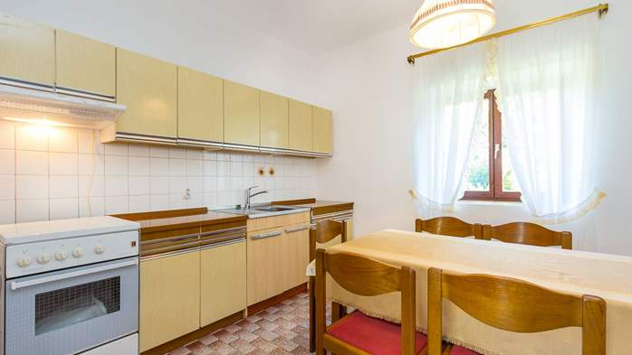 Small air conditioned terrace house in Pula, with SAT-TV and BBQ, 15