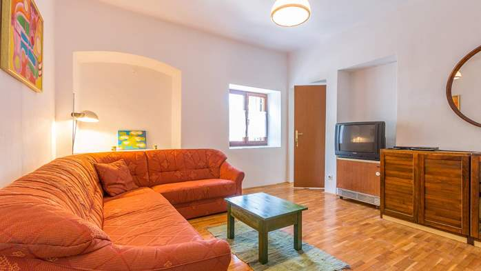 Small air conditioned terrace house in Pula, with SAT-TV and BBQ, 12