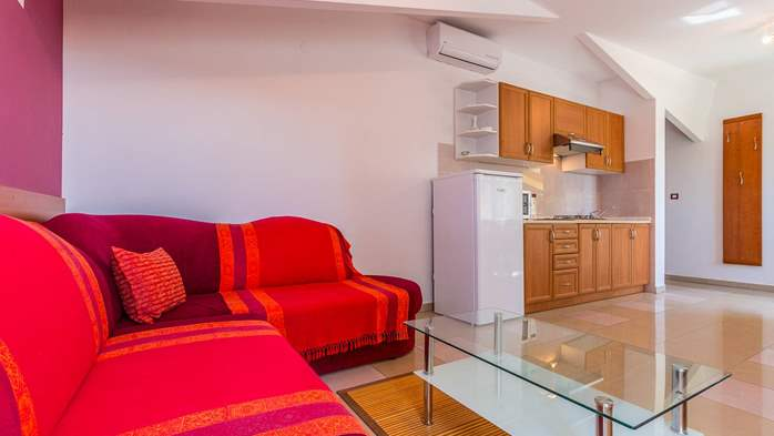 An intimate ambience for two persons with covered balcony, WiFi, 6