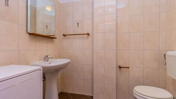 An intimate ambience for two persons with covered balcony, WiFi, 11
