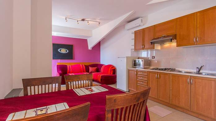 An intimate ambience for two persons with covered balcony, WiFi, 13