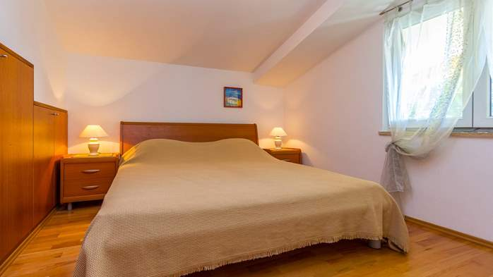 An intimate ambience for two persons with covered balcony, WiFi, 14