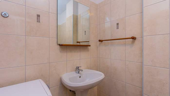 An intimate ambience for two persons with covered balcony, WiFi, 15