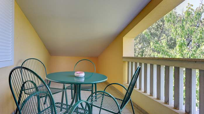 An intimate ambience for two persons with covered balcony, WiFi, 9