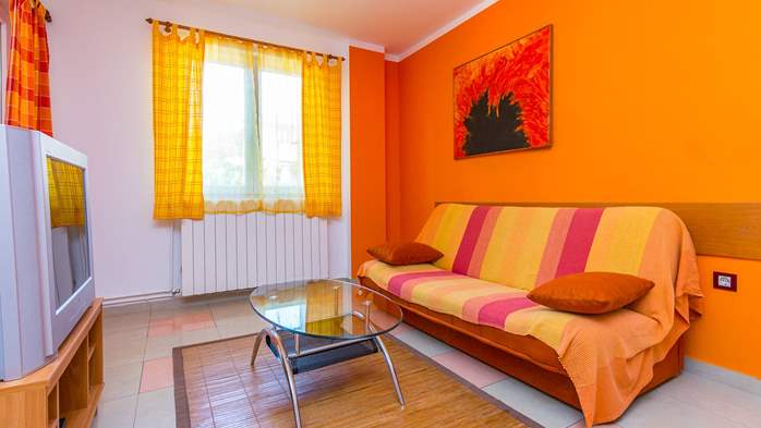 Apartment Orion with two colorful bedrooms and a private terrace, 4