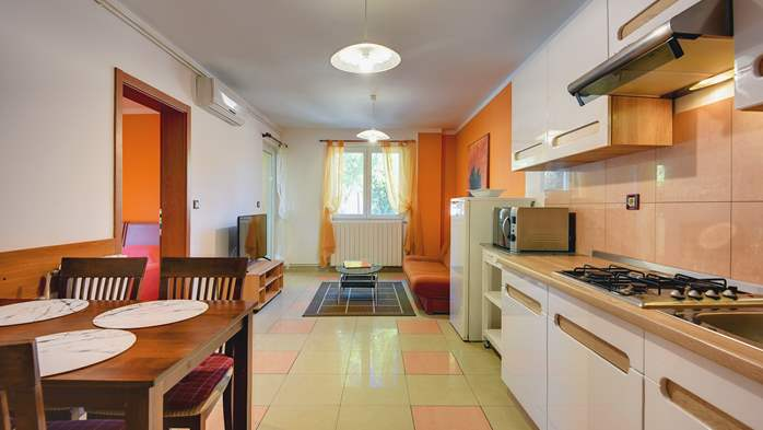 Apartment Orion with two colorful bedrooms and a private terrace, 2