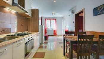 Two-bedroom apartment Hercules, private terrace on ground floor, 4