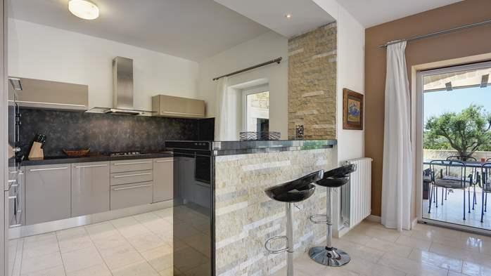 Classy villa with heated pool, 2 saunas, jacuzzi, Wi-Fi, BBQ, 25