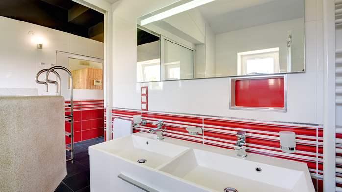 Classy villa with heated pool, 2 saunas, jacuzzi, Wi-Fi, BBQ, 38