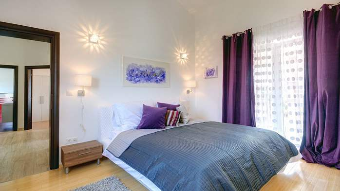 Classy villa with heated pool, 2 saunas, jacuzzi, Wi-Fi, BBQ, 10