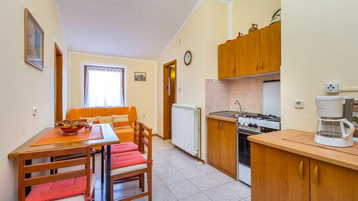 Large 4-bedroom apartment with 3 bathrooms for 6 persons, WiFi, 1