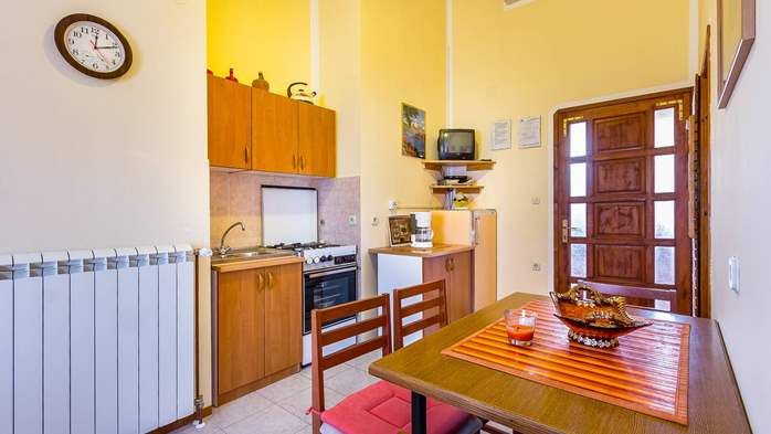 Large 4-bedroom apartment with 3 bathrooms for 6 persons, WiFi, 3