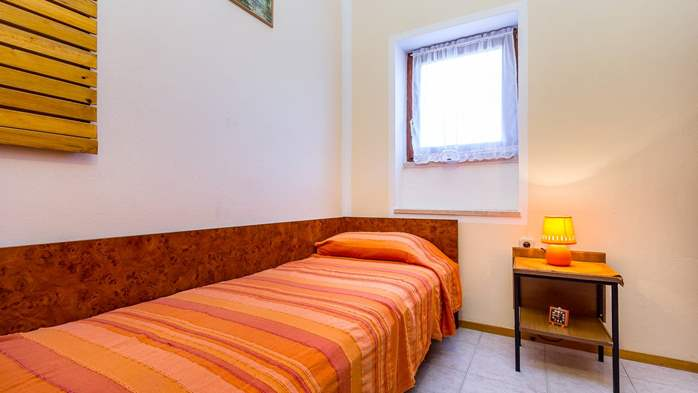 Large 4-bedroom apartment with 3 bathrooms for 6 persons, WiFi, 7