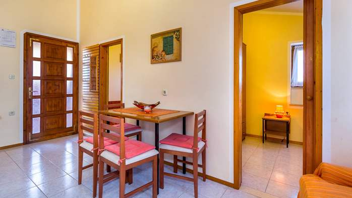 Large 4-bedroom apartment with 3 bathrooms for 6 persons, WiFi, 5