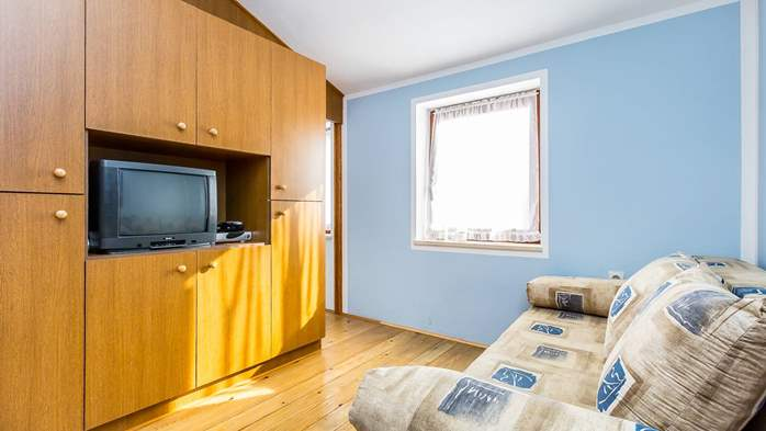 Large 4-bedroom apartment with 3 bathrooms for 6 persons, WiFi, 13