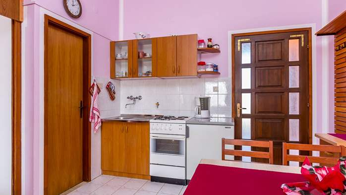 Large 4-bedroom apartment with 3 bathrooms for 6 persons, WiFi, 16