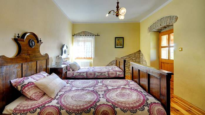 Attractive villa with pool, surrounded by greenery, for 8 people, 27