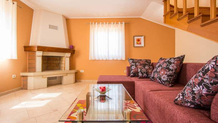 Charming villa with swimming pool, 3 bedrooms, wi-fi, BBQ, 30