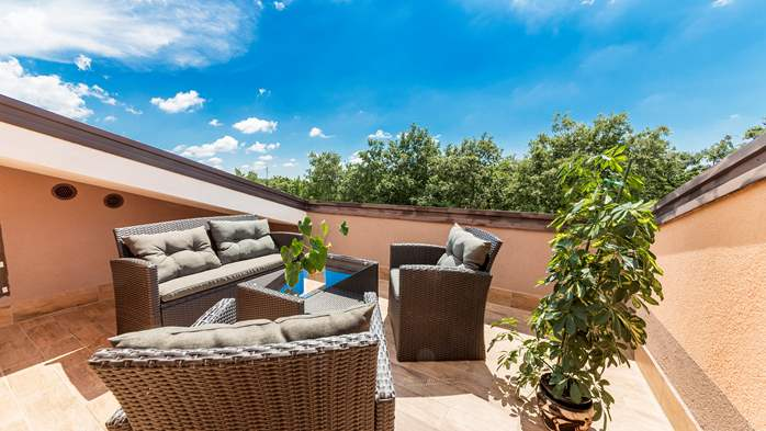 Villa with five bedrooms and private heated pool, 31