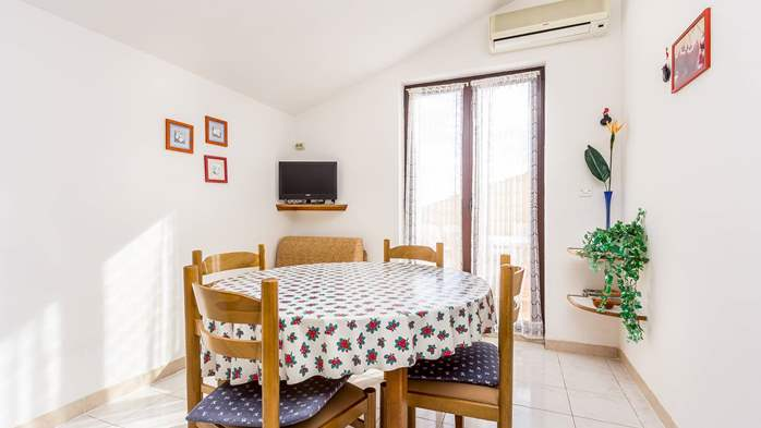 Small apartment on 2nd floor with private balcony for 3 persons, 4