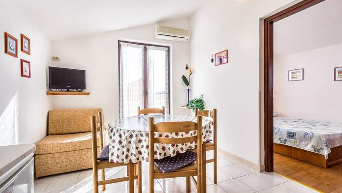 Small apartment on 2nd floor with private balcony for 3 persons, 6