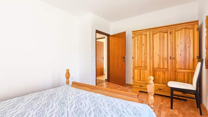 Charming holiday home in Premantura, 3 bedrooms, garden, Wi-Fi, 44