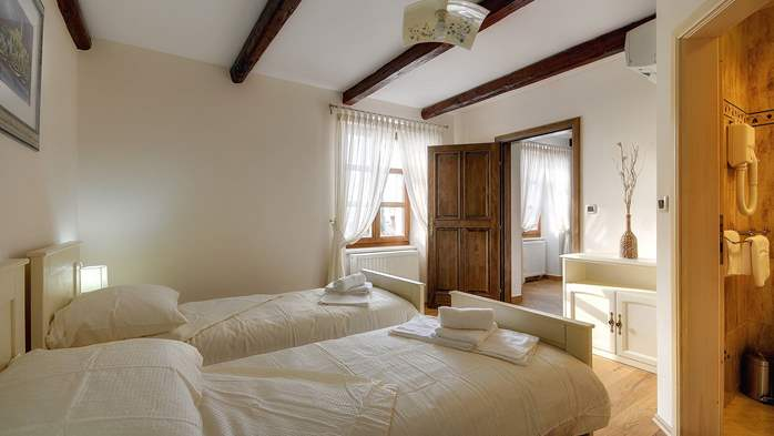 Classy villa with private pool, sauna, sun terrace, Wi-Fi, SAT-TV, 29
