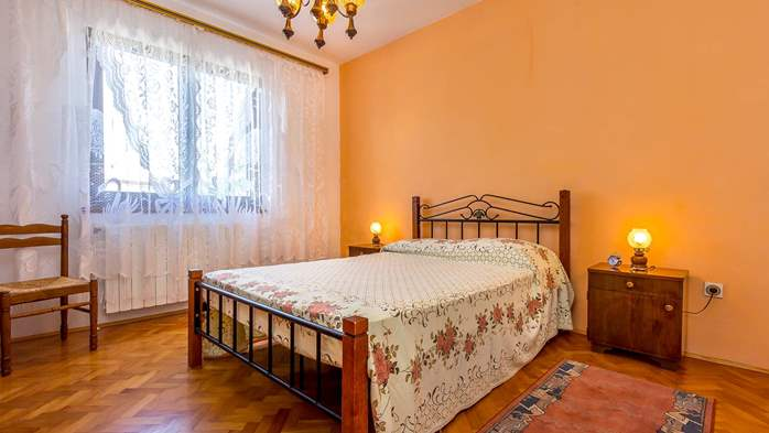 Spacious apartment on two floors for 10 persons, 5 bedrooms, 5