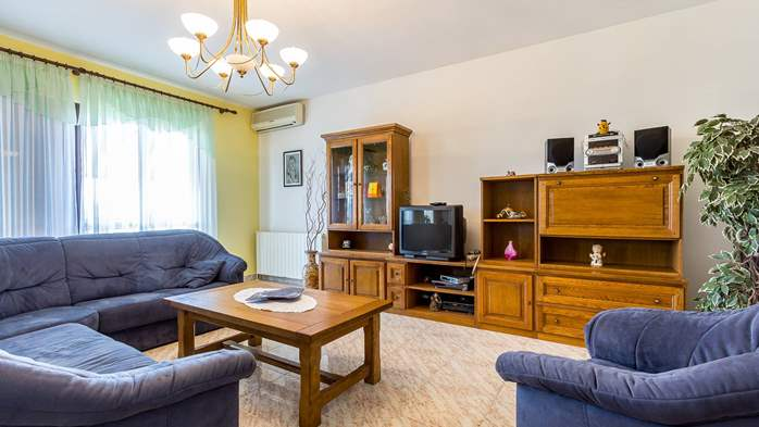 Spacious apartment on two floors for 10-12 persons, 5 bedrooms, 4