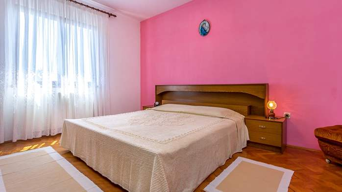 Spacious apartment on two floors for 10 persons, 5 bedrooms, 6