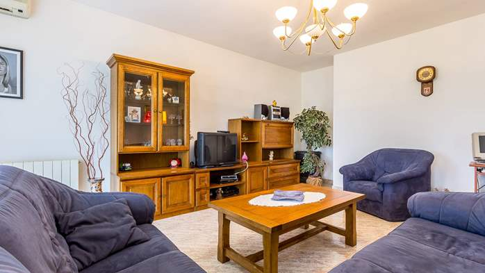 Spacious apartment on two floors for 10-12 persons, 5 bedrooms, 1