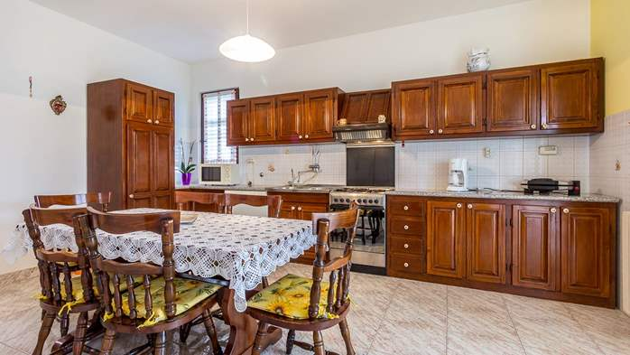 Spacious apartment on two floors for 10-12 persons, 5 bedrooms, 7