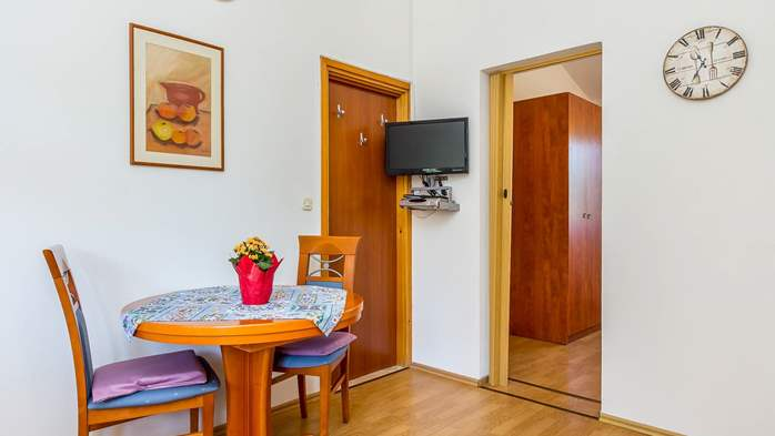 Apartment for two in Ližnjan with a beautiful garden, WiFi, 1